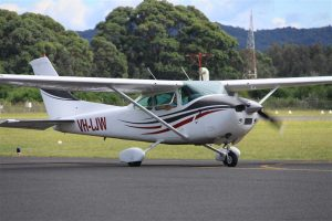 LJW taxis in for a student swap and crew change at Moruya aerodrome.